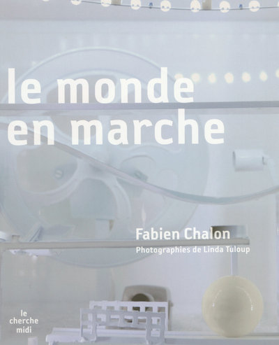 LE MONDE EN MARCHE + DVD OFFERT